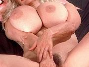 Huge-titter Alexis posing nude