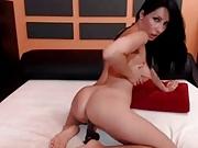 Sexy Brit Brunette Rubs Slaps&Toys Clit On Cam