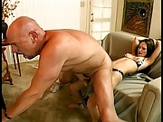 Dude with large cock fuck a girl on the couch