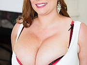 Renee Ross pops out her huge boobs and rubs pussy