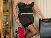 Gilly Sampson busty mom housewife poses in black stockings